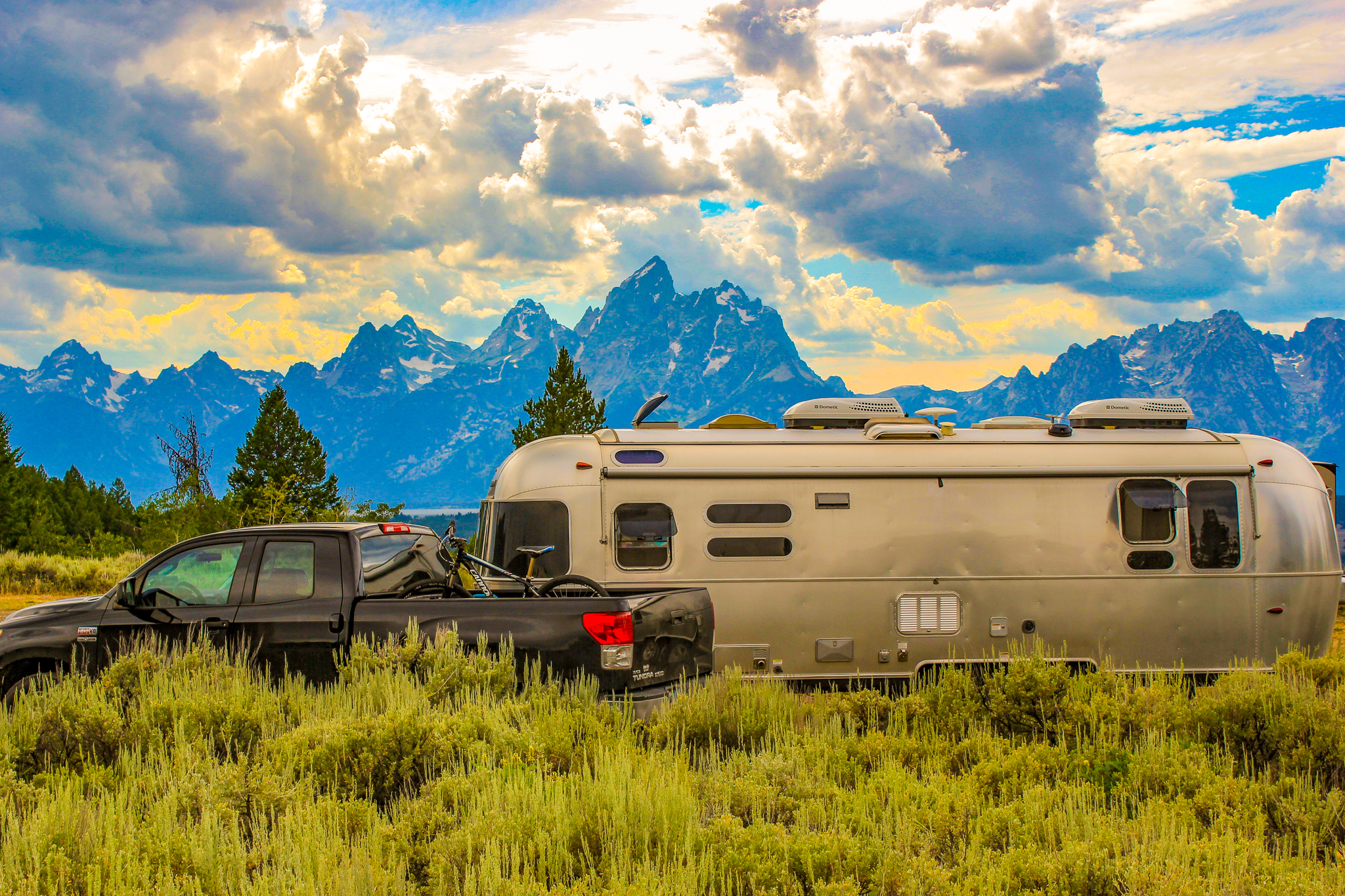 Choosing Your RV: Must-Haves for Easy Boondocking Camping
